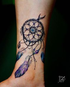 neo traditional tattoo on the leg, dream catcher with purple feathers and pearls tatoo feminina, tat Atrapasueños Tattoo, Tattoo Bein, Tattoo Fonts, Get A Tattoo, Horus Tattoo, Tattoo Music, Mandala Tattoo, Tattoo Quotes, Mandala Sleeve