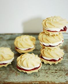 Viennese Whirls These delicious biscuits are buttery and light. Don't worry if you're not an expert at piping, they'll still look brilliant once they are baked. Weight Watcher Desserts, Great British Bake Off, Baking Recipes, Cookie Recipes, Dessert Recipes, British Baking Show Recipes, Baking Ideas, Biscuit Recipe, Cookies Et Biscuits