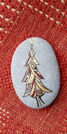 54 easy diy christmas painted rock ideas (30)