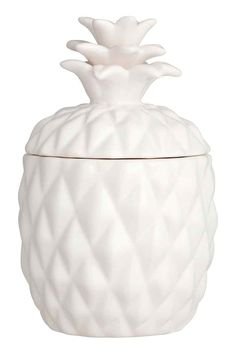 Vela grande suporte cerâmico: Vela em suporte de cerâmica em forma de ananás e com tampa. Sem perfume. Diâmetro: 9 cm. Altura aprox. incluindo a tampa: 15 cm. Duração: 30 horas.