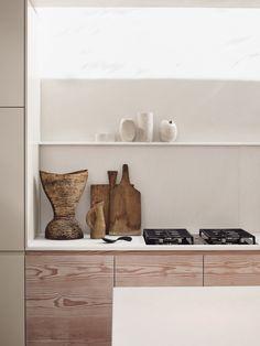 Daytrip creates modern living spaces below Powerscroft Road townhouse Victorian Townhouse, London Townhouse, Victorian Homes, London House, Country Look, Rustic Kitchen Design, Kitchen Designs, Bespoke Kitchens, Polished Concrete