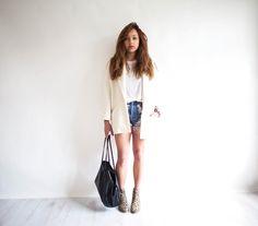 Own: White tshirt Own: White Blazer Own: Denim shorts Need: Patterned boots