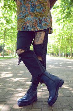 452400c878ff3a Jean déchiré et bottes #lacombinaisonparfaite #chaussuresrehaussantesdeluxe  #prenezdelahauteur #fashion #chaussuresrehaussantes #plusdestyle