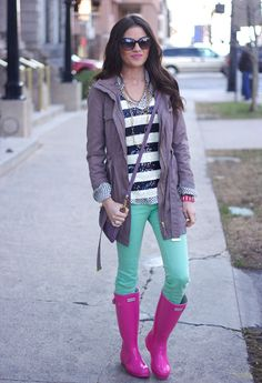 """Rachel Parcell of """"Pink Peonies"""" wearing UO's mint denim #urbanoutfitters"""