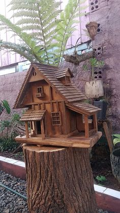 Given that birds are used to flying free in their natural habitat it is important to recreate as best we can this kind of environm Homemade Bird Houses, Birdhouse Craft, Wooden Bird Houses, Bird House Feeder, Saltbox Houses, Bird House Plans, Property Design, Miniature Houses, Fairy Houses