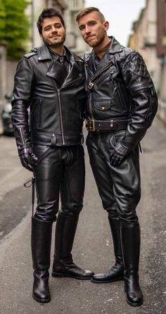 Leather Jeans Men, Leather Jacket Outfits, Leather Skin, Black Leather, Estilo Dandy, Bike Leathers, Color Negra, Leather Fashion, Cowboy Outfits