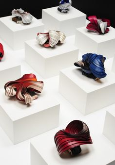 Lydia Hirte Installation: Frozen Movement On show in Asia-Europe II Photographer: Deutsches Textilmuseum Krefeld