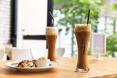 Ľadová káva – recepty pre letné osvieženie! | Moda.sk Candles, Candy, Candle Sticks, Candle