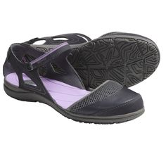 Mary Jane gets a sporty makeover in Tevas Pasas shoes, made with a comfortable, open design, grippy Spider Rubber outsole and a slim, feminine style.