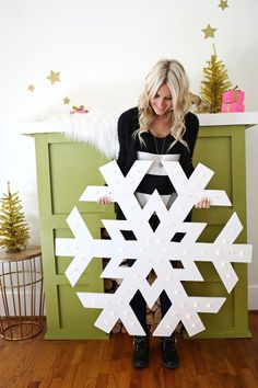 Giant Snowflake Light Up Marquee christmas snowflakes The 11 Best Giant Christmas Decorations Diy Christmas Snowflakes, Snowflake Lights, Noel Christmas, Christmas Projects, Winter Christmas, Holiday Crafts, Holiday Fun, Wood Snowflake, Porch Christmas Lights