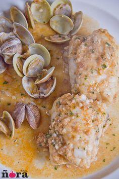Rape en salsa de almendras-4 Fish Dishes, Seafood Dishes, Seafood Recipes, Gourmet Recipes, Cooking Recipes, Tapas, Pescado Recipe, Bon Appetit, Veggie Recipes