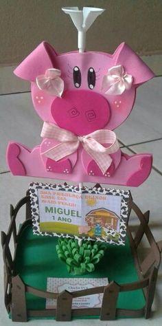 Fazendinha do Miguel ( centro de mesa) Pig Crafts, Foam Crafts, Diy And Crafts, Paper Flower Backdrop Wedding, Blue Centerpieces, Farm Party, Felt Christmas Ornaments, Ideas Para Fiestas, Fiesta Party
