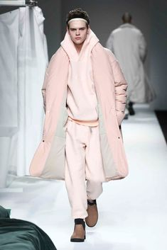 Male Fashion Trends: Wan Hung Fall-Winter 2018 | Shanghai Fashion Week