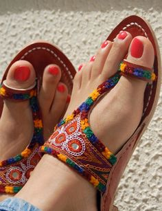 T Strap Embroidery Sandals Fashion Slippers, Fashion Sandals, Indian Shoes, Pretty Sandals, Shoes Flats Sandals, Stylish Sandals, Brown Leather Sandals, Designer Sandals, Cute Shoes