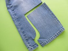 How to Make Doll-Sized Denim Shorts with all those cool details - a tutorial from Shiny Happy World Source by saqviola ideas shorts Sewing Doll Clothes, American Doll Clothes, Sewing Dolls, Girl Doll Clothes, Barbie Clothes, Girl Dolls, Ag Dolls, Reborn Dolls, Reborn Babies