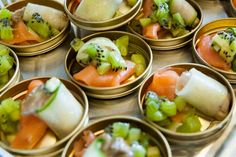 Platte oester, tartaar van kiwi en komkommer en zalmcarpaccio