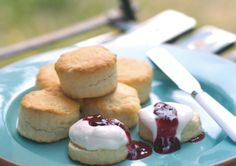 These lemonade scones are easy to make and taste delicious. They're sure to be a lunchbox favourite for whole family.