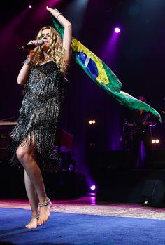 Com bandeira do Brasil, Joss Stone faz seu sexto show em São Paulo (Foto: Manuela Scarpa/Foto Rio News)