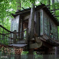 **Kleiner Trip ins Auenland gefällig? Charmante Antiquitäten, viel Holz, verwunschener Look – dieses romantische kleine Baumhaus in Atlanta wirkt, als wäre…