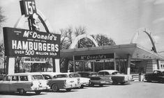 First McDonald's in Janesville, Wisconsin 1622 Milton Ave. Opened in 1958 . Lakewood California, Janesville Wisconsin, Mcdonald's Restaurant, Vintage Restaurant, Music Hits, Googie, Ann Arbor, Old Photos, Vintage Photos