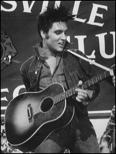 La música nunca puede ser mala, digan lo que digan del rock and roll. (Elvis Presley)