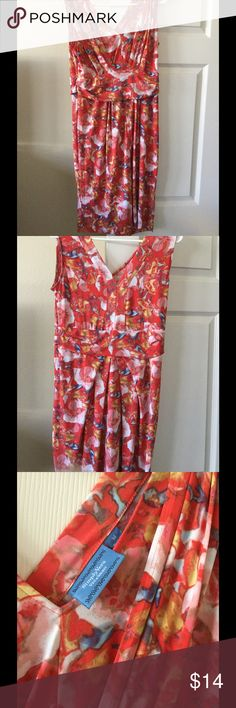 Gorgeous floral dress Floral dress perfect for spring or summer! By simply Vera Vera wang size m Simply Vera Vera Wang Dresses