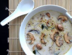 THE SIMPLE VEGANISTA: Raw Creamy Miso Soup with Mushrooms Raw Food Recipes, Asian Recipes, Soup Recipes, Vegetarian Recipes, Cooking Recipes, Cooking Time, Vegan Miso Soup, Vegan Soups, Healthy Soups