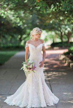 Wedding dress idea; Featured Photographer: Love Tree Studio