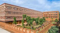 The brickwork elements that wrap the upper floor create a pattern designed to emulate Odisha Ikat, a traditional dyeing technique from the eponymous Indian state. Indian Architecture, Architecture Design, Cultural Architecture, Architecture Office, Amazing Architecture, Government Architecture, Passive Design, Arte Tribal, Thermal Comfort