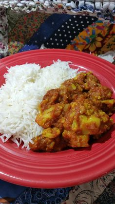 Delicious authentic Indian curry with cauliflower and potatoes Gobi Recipes, Veggie Recipes, Indian Food Recipes, Ethnic Recipes, Healthy Foods, Healthy Recipes, Aloo Gobi, Vegetarian Curry, Indian Curry