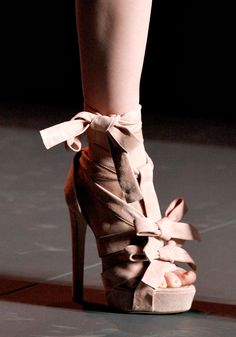 Ohh how I love bows.  And pink suede healed sandals.  Christian Dior