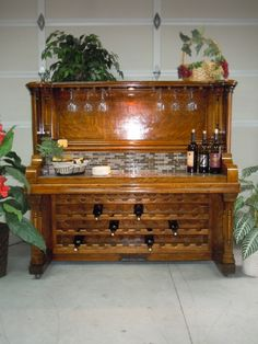 Repurposed Piano Ideas You Can Try On Your Own - Decor Around The World Furniture Projects, Furniture Making, Furniture Makeover, Diy Furniture, Piano Bar, Piano Keys, Room Shelves, Hanging Shelves, Shelf Desk