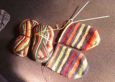 Fair Isle Knitting, Easy Knitting, Knitting Socks, Knitting Patterns, Knitting Ideas, Needle Case, Fingerless Mittens, Creative Inspiration, Twine