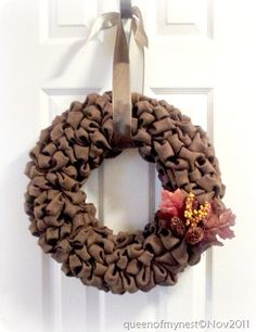 When I first saw this wreath, I thought it was made with those packing peanuts. Guess this is made from burlap. I wonder if you could use the packing peanuts, and then spray paint them the color you want. Burlap Bubble Wreath, Diy Wreath, Door Wreaths, Burlap Wreath, Wreath Ideas, Fall Crafts, Diy Crafts, Fall Halloween, Craft Gifts