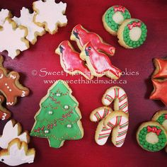 One of my Christmas sets available this season.  It is a mini set, a super one to gift-give.  Details on pricing and ordering on my website (link in bio). Place your order today or pick up at the 2015 Christmas Open House at @goldspinkcakes. #sweethandmadecookies #customcookies #decoratedcookies #designercookies #cookies #bradfordontariocookies #christmas #christmascookies #2015christmasopenhouse