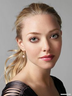 ideas for wedding makeup for fair skin blondes amanda seyfried Pale Skin Makeup, Dewy Skin, Edgy Makeup, Nature Makeup, Girl Crushes, Amanda Seyfried Photos, Amanda Seyfried Baby, Protruding Eyes, Celebrity Faces