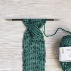 Tutorial: How to knit the Hot Mess Headband : Tutorial: How to knit the Hot Mess Headband — Ewe Ewe Yarns Knitting Stitches, Knitting Patterns Free, Knit Patterns, Free Knitting, Knitted Headband Free Pattern, Crochet Headbands, Baby Headbands, How To Purl Knit, Knitting Accessories