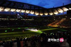 [NEWS//JOYNEWS24] 2pm performing for friendly soccer match between South Korea & New Zealand! #2PM #Junsu #Nichkhun #Taecyeon #Wooyoung #Junho #Chansung  © http://joynews.inews24.com