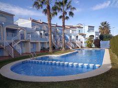 Alquiler de apartamento en Oliva, Valencia.  El apartamento dispone de 2 dormitorios (uno con dos camas y otro con