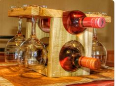 Wine rack with glasses Wood Wine Racks, Wine Rack Wall, Wine Glass Holder, Wine Holders, Woodworking Tools For Sale, Small Woodworking Projects, Wood Projects, Non Alcoholic Wine, Wine Craft