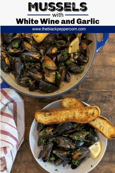 Mussels with White Wine and Garlic Recipe Mussels with White Wine and Garlic Recipe - Steamed mussels recipe with white wine, shallots, garlic and butter. The best mussels could not be easier to make at home with this simple and delicious recipe. Garlic Recipes, Fish Recipes, Seafood Recipes, Cooking Recipes, Healthy Recipes, Recipies, Lunch Recipes, Curry Mussels Recipe, Best Mussels Recipe