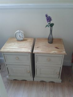 Images of shabby chic bedside table vintage painted solid pine pair of bedside tables country shabby chic pinmbbo – Designalls Upcycle Bedside Table, Unique Bedside Tables, Pair Of Bedside Tables, Pine Bedroom Furniture, Shabby Chic Furniture, Home Furniture, Country Furniture, Country Decor, Paint Furniture