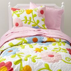 Love this floral garden quilt for a girls bedroom. For more kids room decorating inspiration visit http://kidsroomdecorating.net