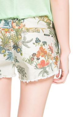 SHORTS ESTAMPADO FLORAL - Pantalones - TRF - Nueva Colección | ZARA España 22eur