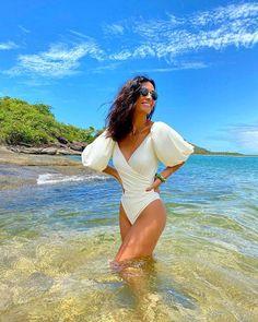Silvia Bussade Braz (@silviabraz) • Fotos e vídeos do Instagram Manga, Summer Looks, Foto E Video, Cover Up, One Piece, Beach, Instagram, Swimwear, Dresses