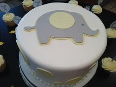 Beautiful #elephant #cake and my fiends #babyshower