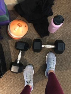 How to set up a home gym - The Fitnessista Workout Pics, Workout Pictures, Foto Snap, Gym Resistance Bands, Snapchat Girls, Mood Instagram, Pilates Studio, Travel Workout, Coffee Photography