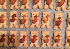 Akşama açık ara gezegenin en tatlı kurabiyesini yapacaksınız. Bademe ve kajuya sarılan teddy bear'lar baya sevimliler.