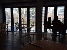 coffeesmith jamsil seochon lake. its wide and free parking for 2 hour.