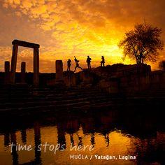 Görkemli bir medeniyetten muhteşem bir manzarayı seyredip dün ile bugünü birleştirdiğin bir an... Muğla ve çevresindeki sayısız antik kentlerde dolaşırken tarihe dokunacaksınız. | http://timestopsmugla.com/tr/tarih